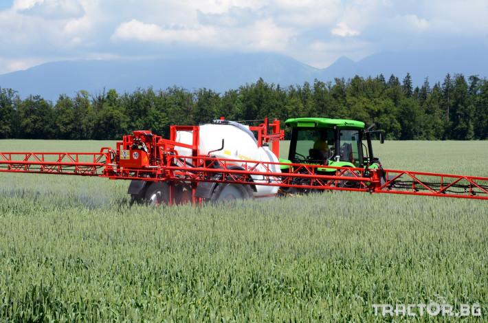 Пръскачки Пръскачка AGROMEHANIKA, модел AGS 2500/3000 EN-HP с 18, 21 и 24 метра 1 - Трактор БГ